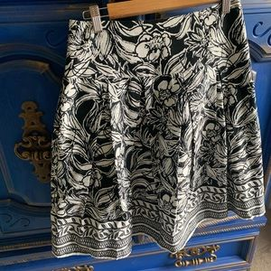 WHBM Black And White A Line Skirt Floral Size 2 XS